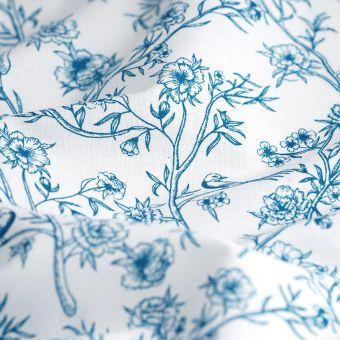 Fleurs bleues fond blanc